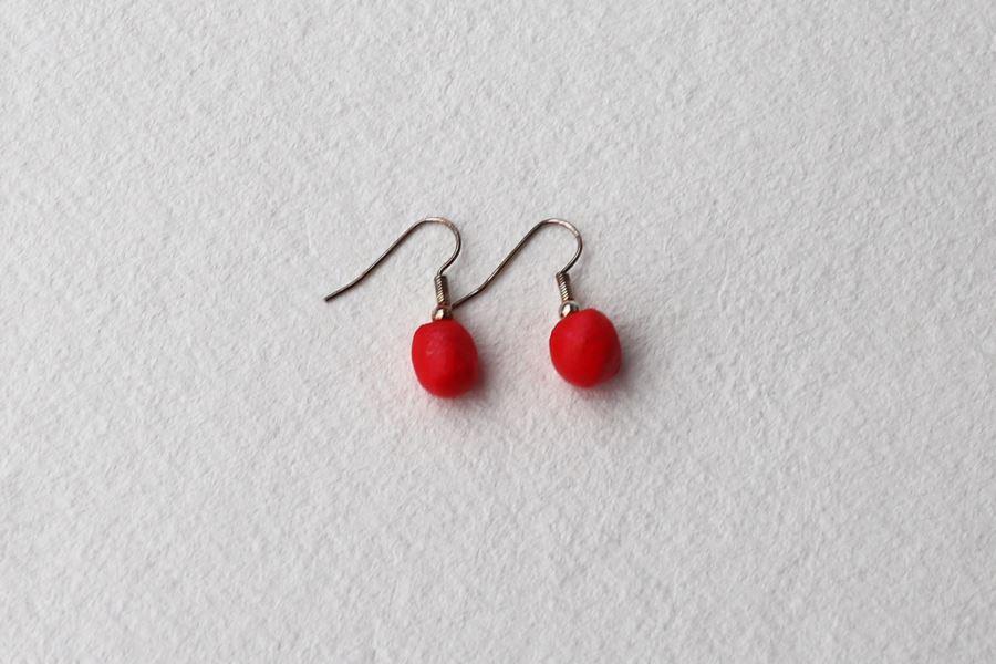 punaiset korvakorut